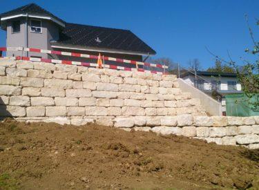 Formwilde Kalksteine sauber versetzt
